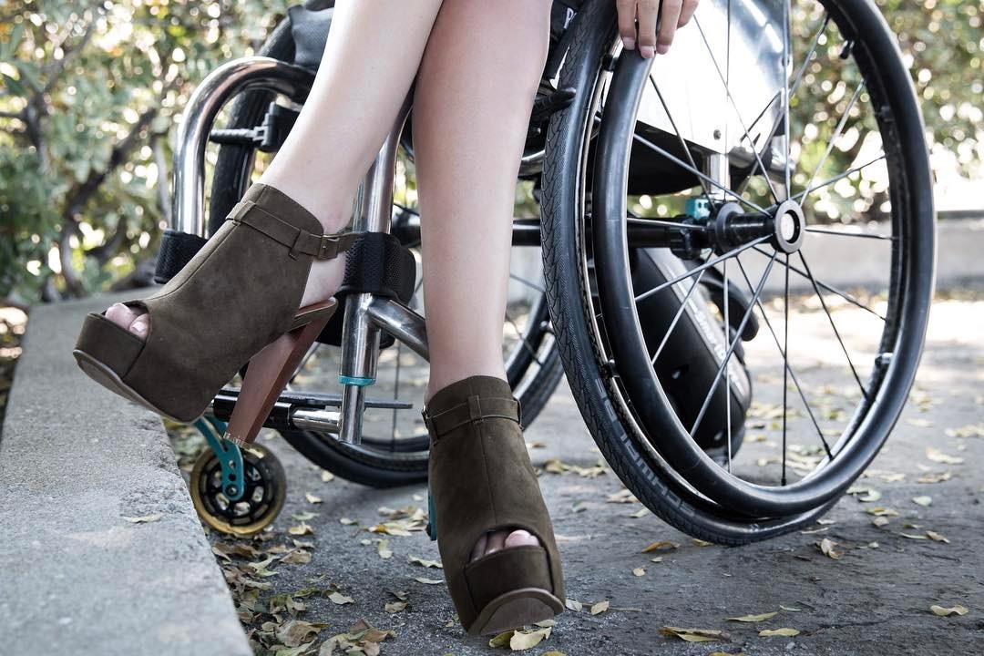 Steph Aiello, U Walk, I Glide  #lolashoetique #lolashoetiquedolls